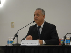 Pedro Segarra at the May 13, 2015 debate at the Hartford Public Library.